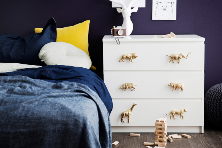 Gold drawer handles: a cute DIY project for the weekend