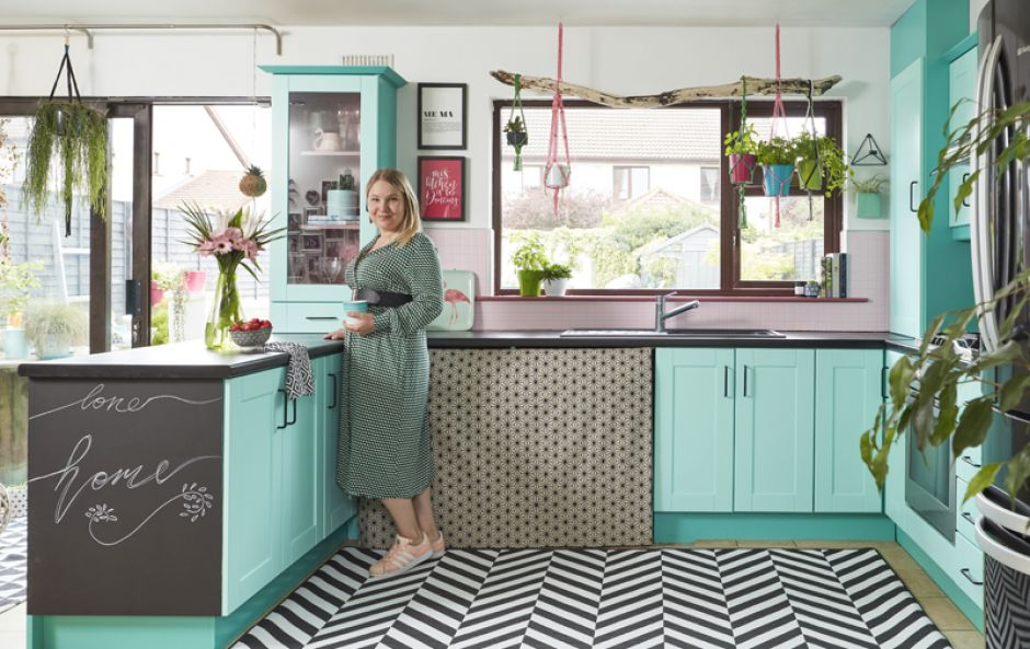 Saara McLoughlin's kitchen was transformed with an amazing Crown Paints DIY makeover #BehindThePaint