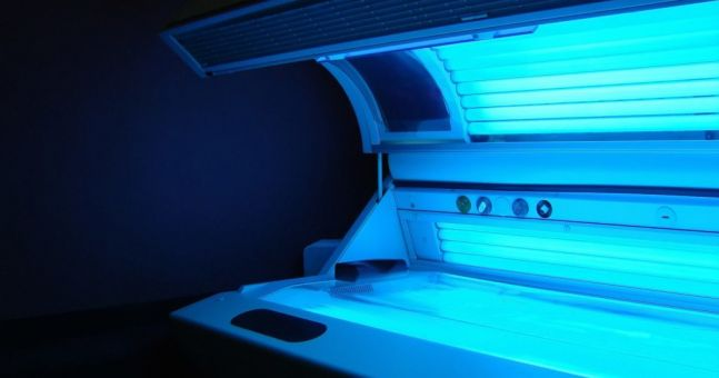 Tanning salon which claimed sun beds cure coronavirus closed by Gardaí