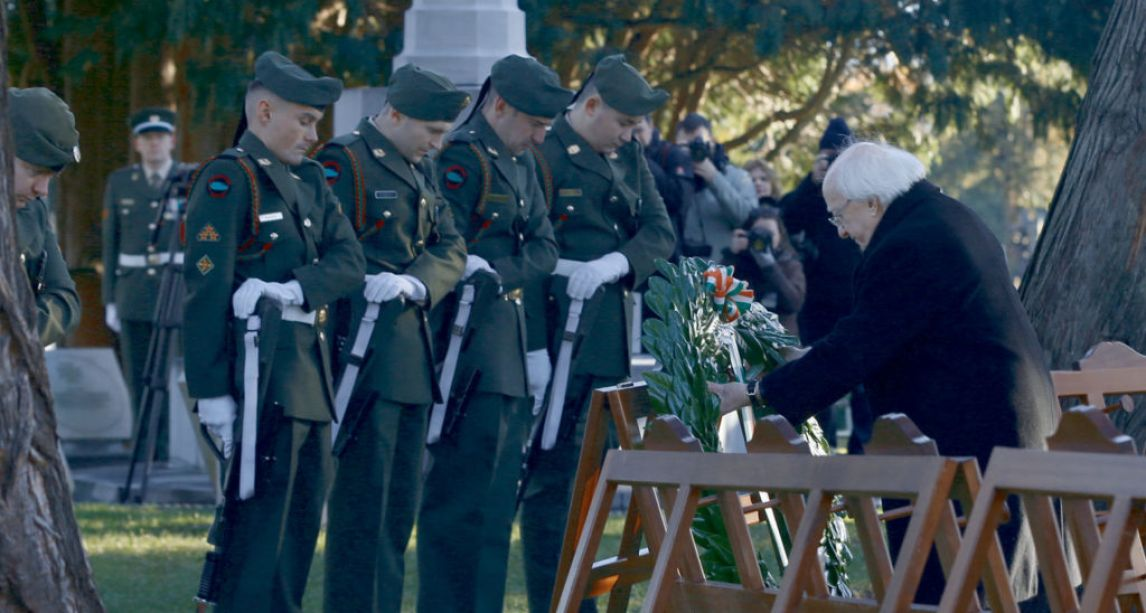 President Higgins pays tribute to Irish who died in World War One during Armistice Day commemorations