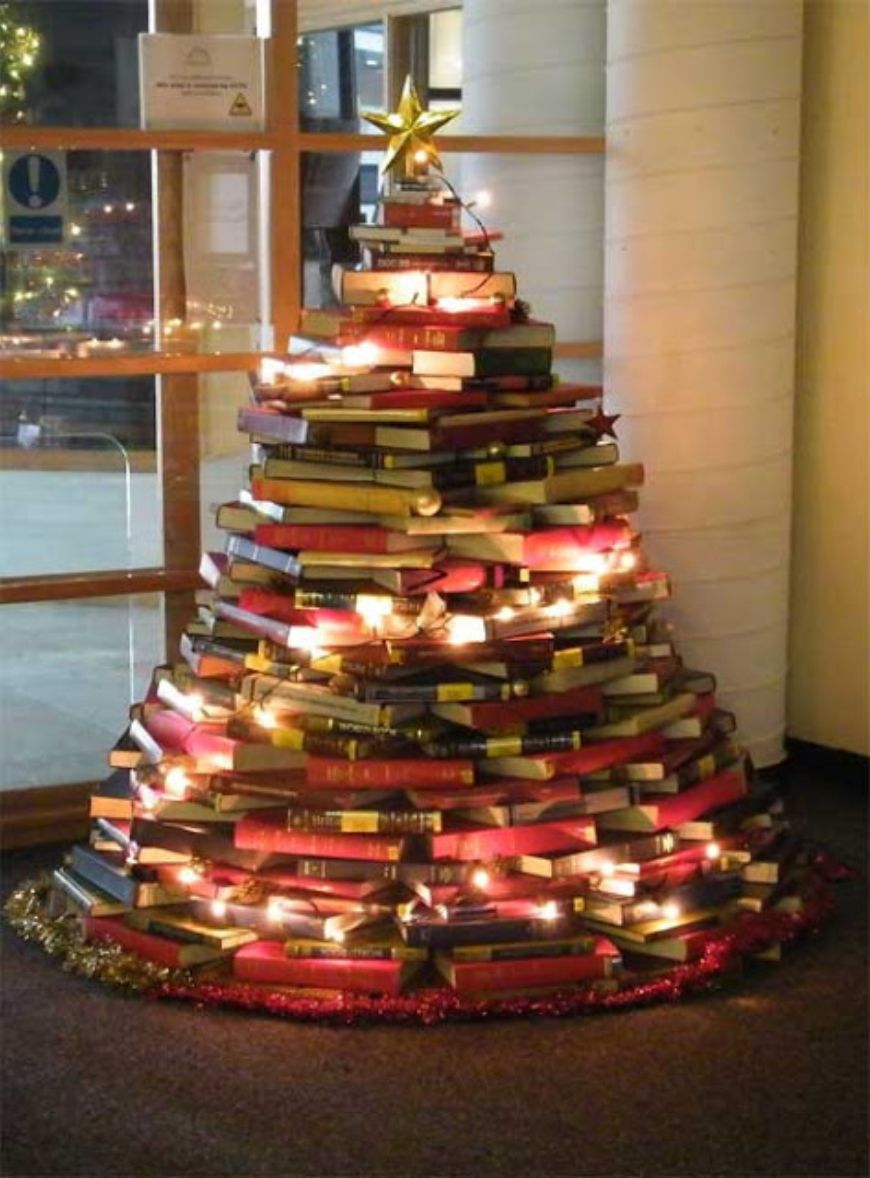 2012-Christmas-tree-out-of-library-books