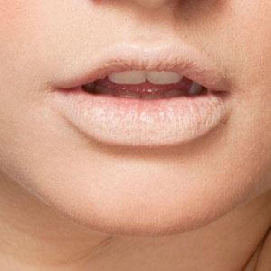 300 Apply Press Powder On Clean Lips