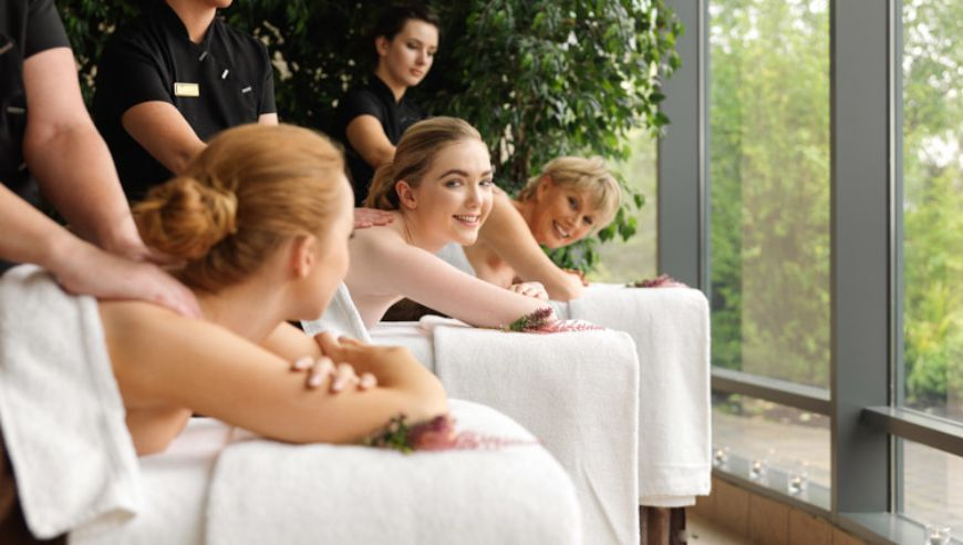Heritage 3 Ladies Middle Girl Smiling Full Body Massage