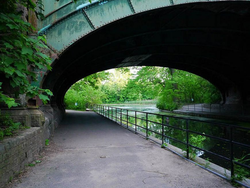 walk-around-Prospect-Park-in-Brooklyn