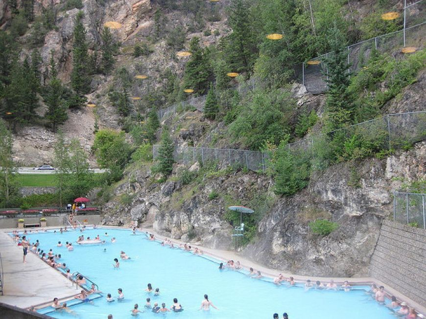 you-can-soak-in-some-natural-hot-springs