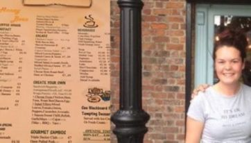 PIC: This World Famous Singer Secretly Stopped Off For Grub In A Louth Restaurant Over The Weekend
