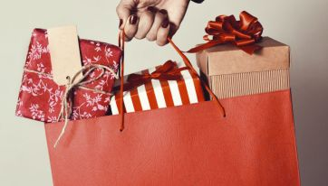 Men spend almost 40% more than women on Christmas gifts for their other half