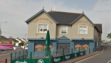 Popular Cork pub in war of words with 'smell of urine' reviewer