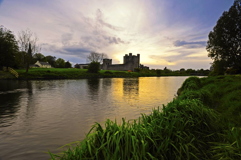 Boyne Valley - Boyne River greenway with view of Trim Castle