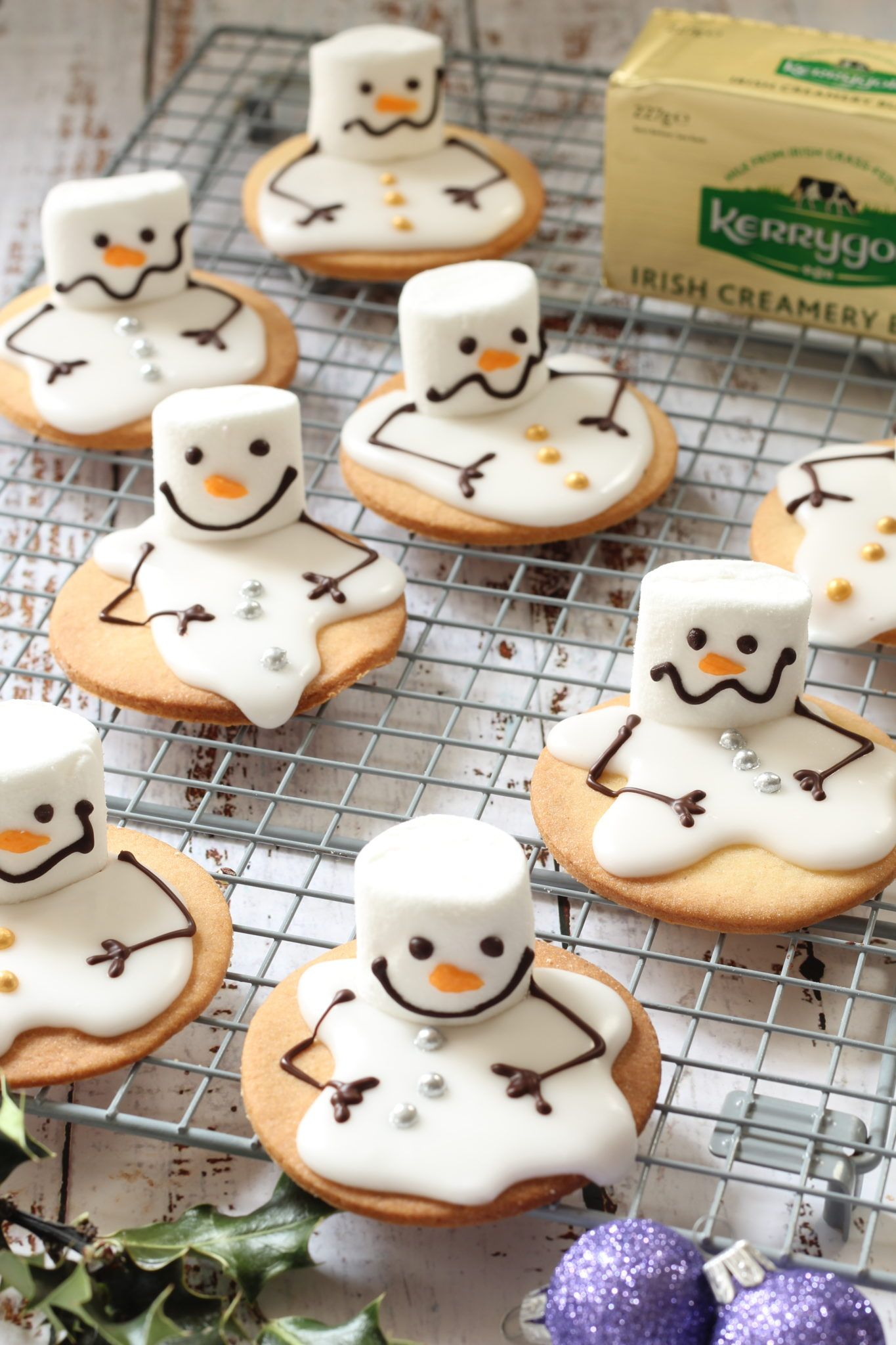 These melted snowmen biscuits are seriously cute: Here's how to make them