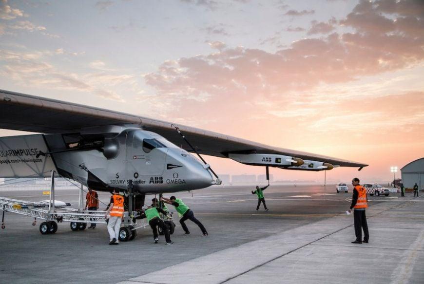 Runway Solar Impulse 2 Abu Dhabi 01