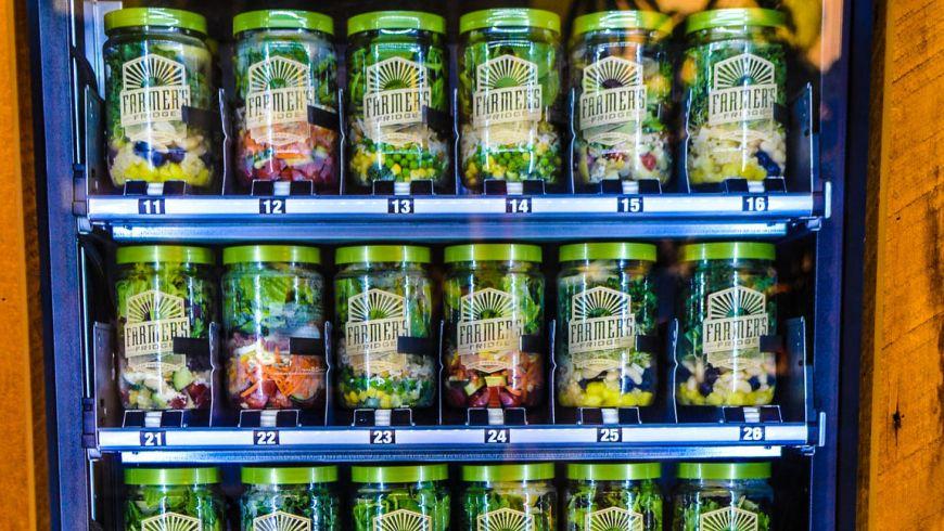 la-farmers-fridge-salad-vending-machine-201411-002