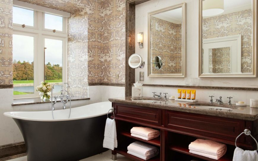 Deluxe King Bathroom 1 1920X1200