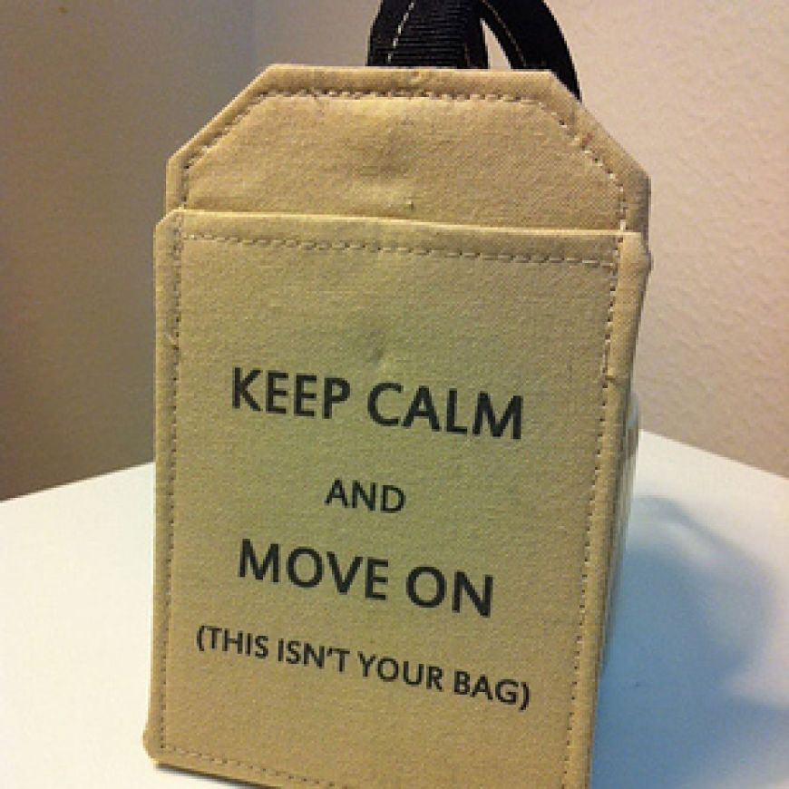 Creative-luggage-tag-to-keep-thieves-away-from-your-stuff