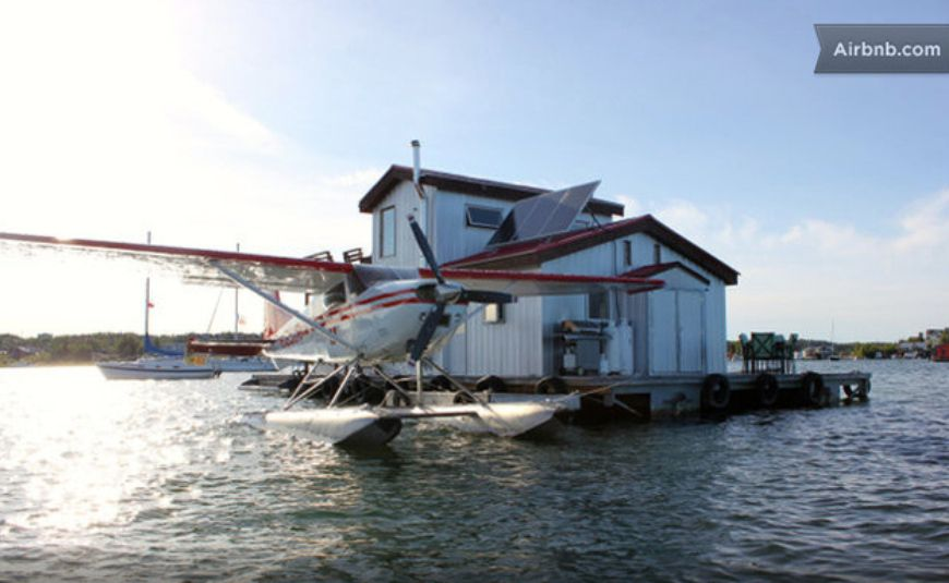 Floating-Home-BB-in-Yellowknife