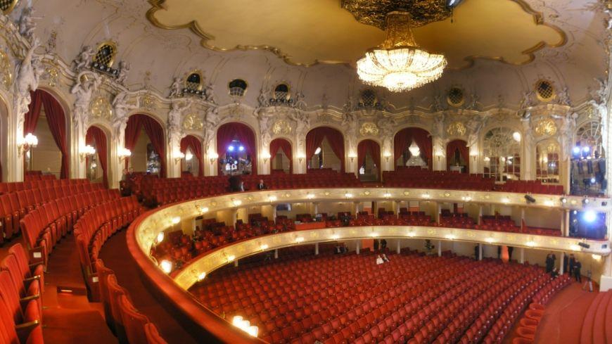 Komische Oper Berlin interior Oct 2007 Zuschauerraum