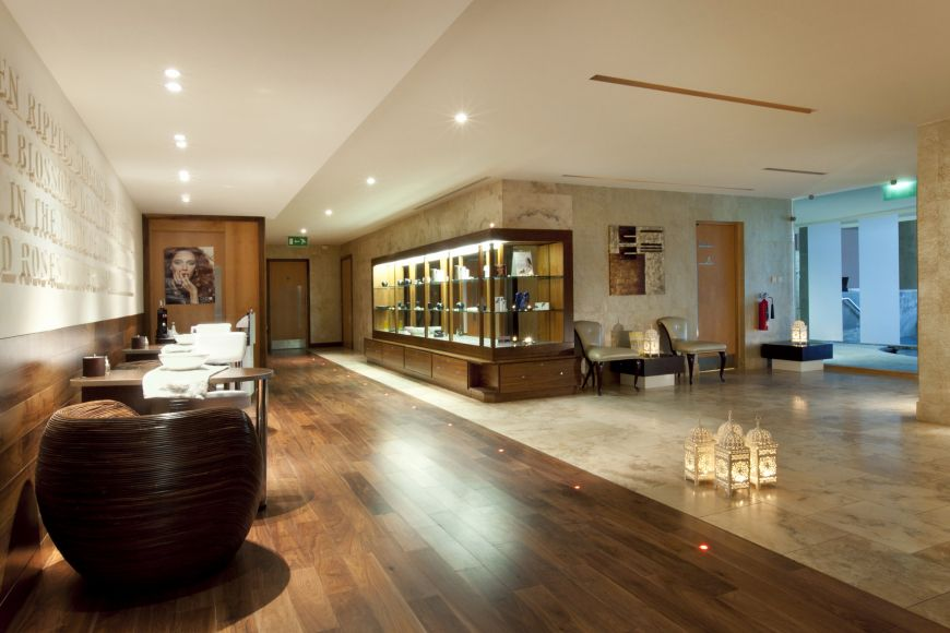 Spa Foyer