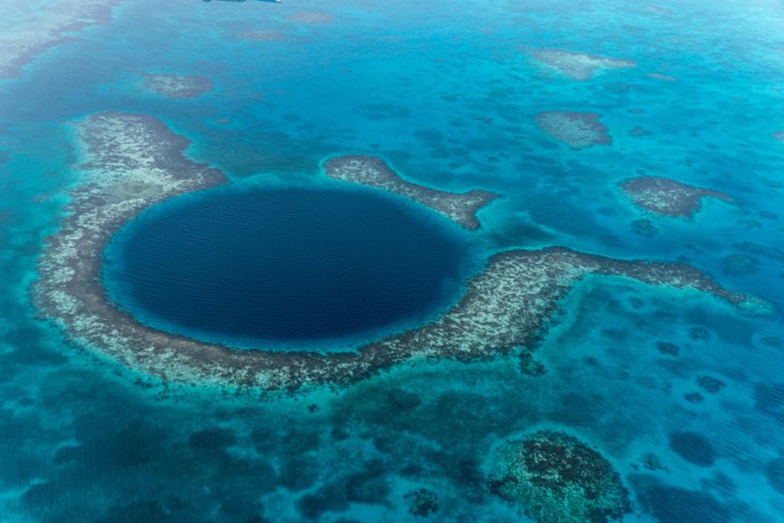 The-Great-Blue-Hole-in-Belize