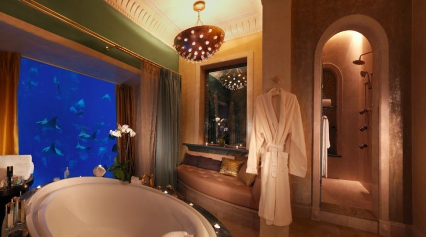 Under-the-ocean-in-a-luxurious-hotel-suite