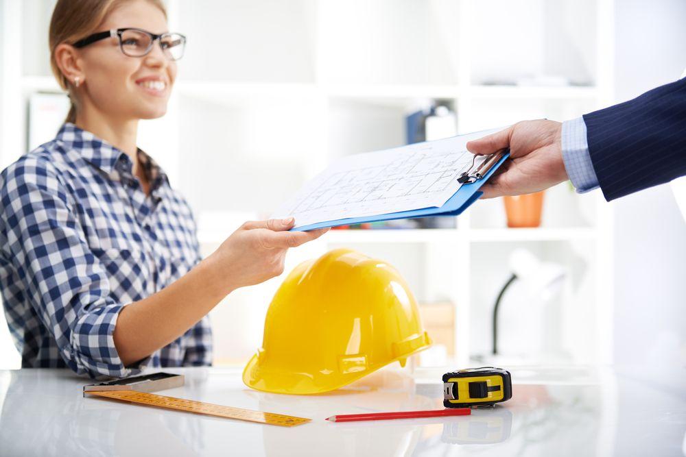 customer with a house surveyor