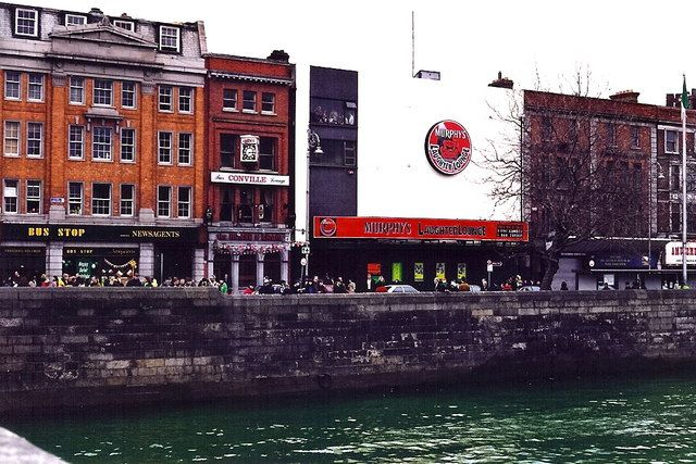 Dublin_-_Eden_Quay_buildings_-_St_Patrick's_Day_-_1998_-_geograph.org.uk_-_1494276