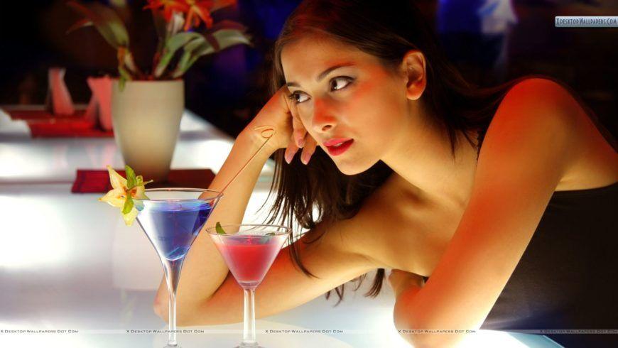 sexy-girl-at-bar-counter