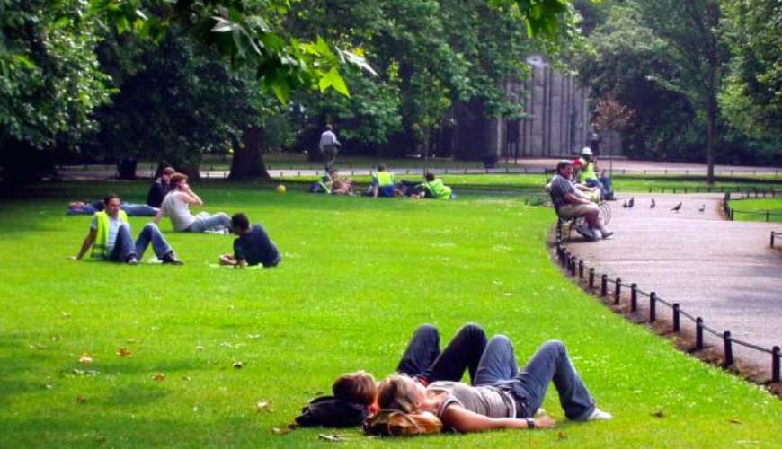 St-Stephens-Green-relaxing