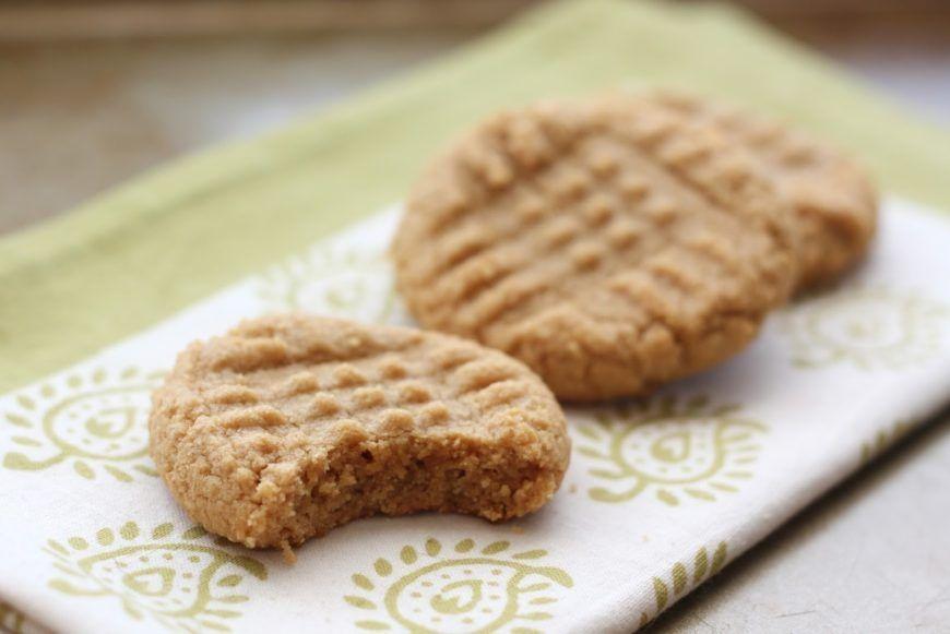 Peanut-butter-cookies-3-ingredients-2