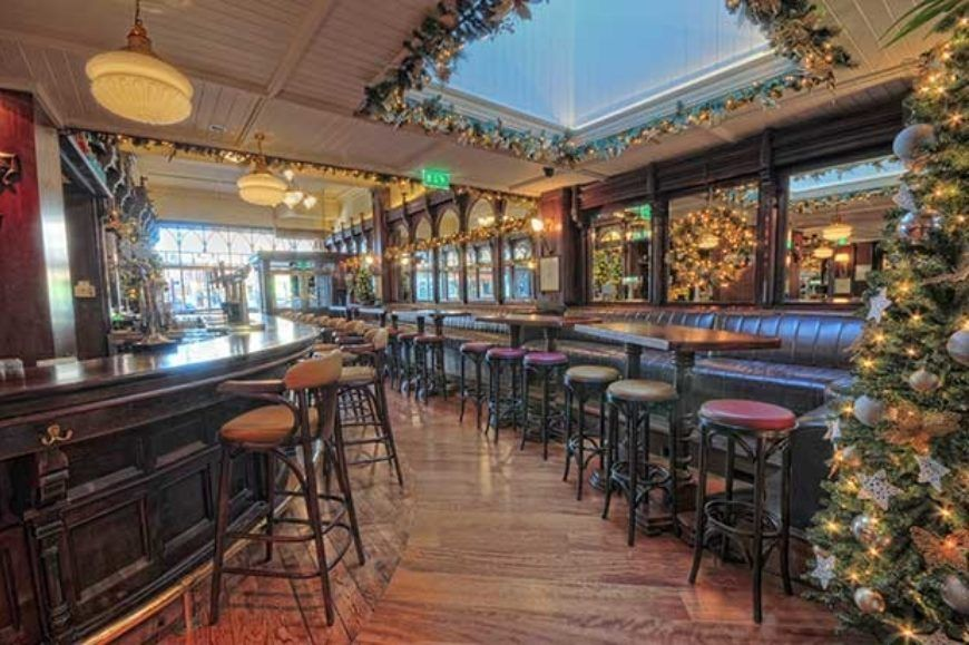 Searsons-Front-Bar-Seating-with-Christmas-Tree