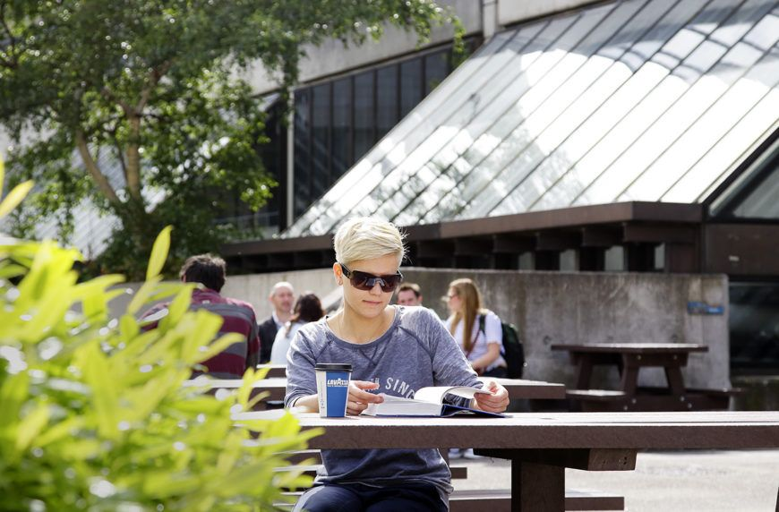 Arts-Cafe-Outdoors-Lo