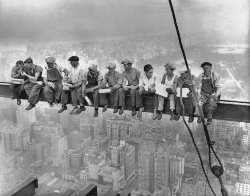 Lunch-atop-a-skyscraper-c1932