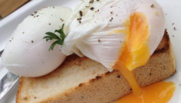 This Trick Will Help You Make Perfect Poached Eggs In Seconds