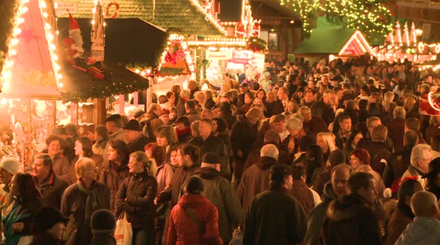 crowded-christmas-market