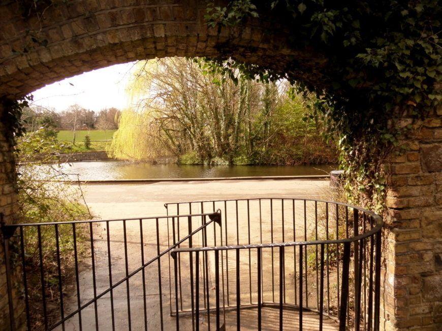 6 Bushy Park Gate