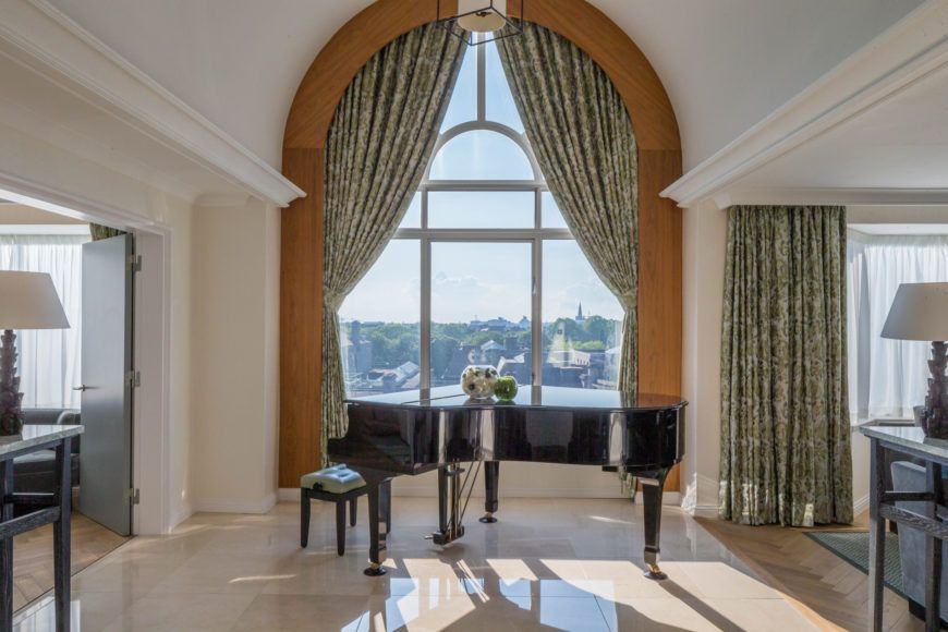 Presidential Suite Piano And View