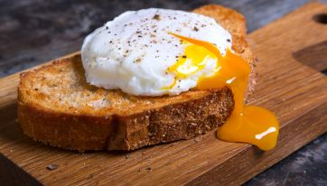 This 16-Second Video Shows You How To Make The Perfect Poached Egg