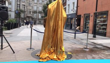 Duncan From Blue Came To Dublin Today To Unveil A Statue... Of Himself