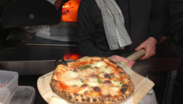 Down A Lane Behind One Of Dublin's Best Bars Is Where You'll Find This Genius Pizza Maker