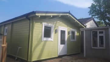 PICS: You Can Rent This Shed In Someone's Garden For €1,200 A Month