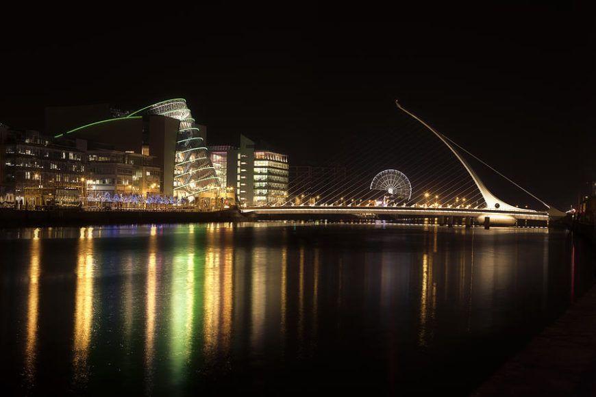 Dublin Liffey Docklands Beckett Bridge night