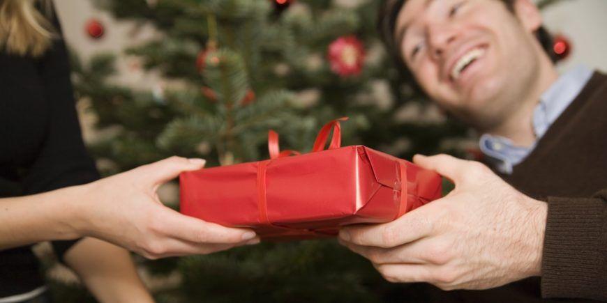 o-MAN-CHRISTMAS-PRESENTS-facebook