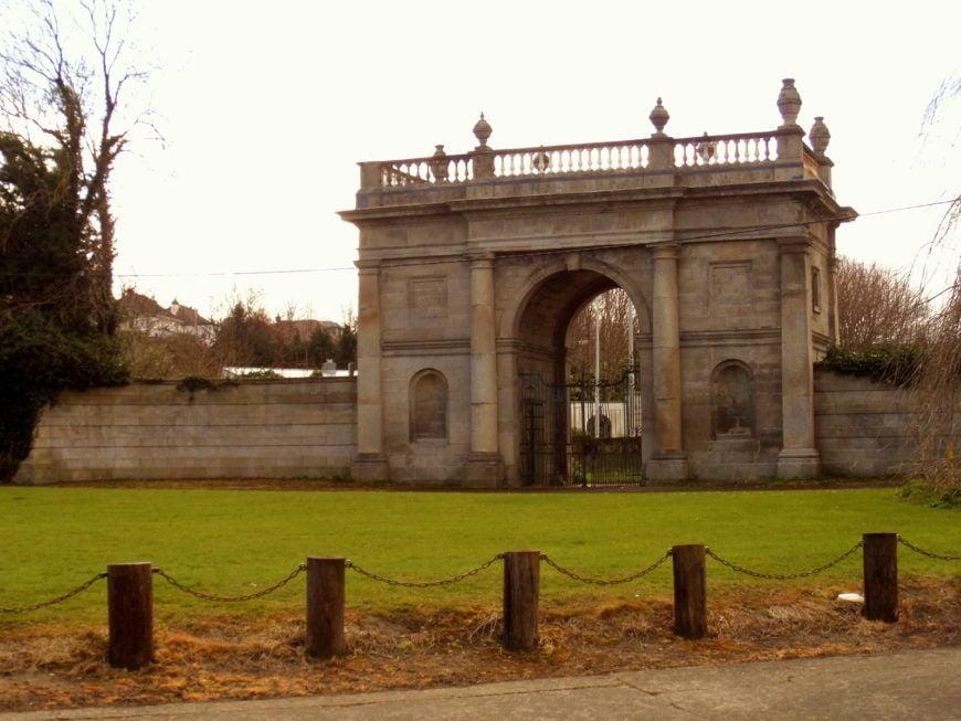 8-Rathfarnham-Castle-Gate