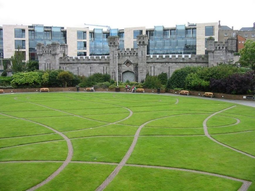 Dublin-Castle-Gardens-and-Coach-House