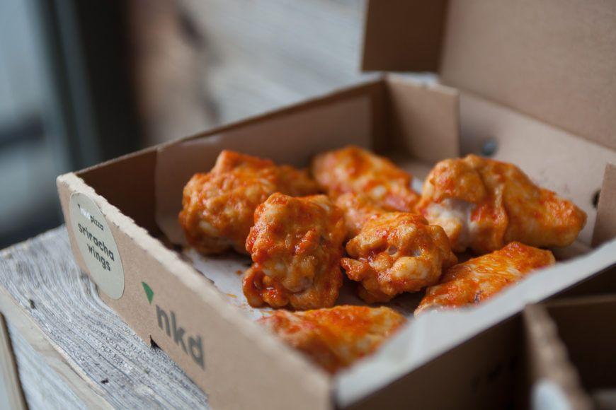 Sriracha Wings Nkd Pizza