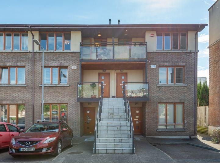 27 Belarmine Heath, Stepaside, Dublin 18