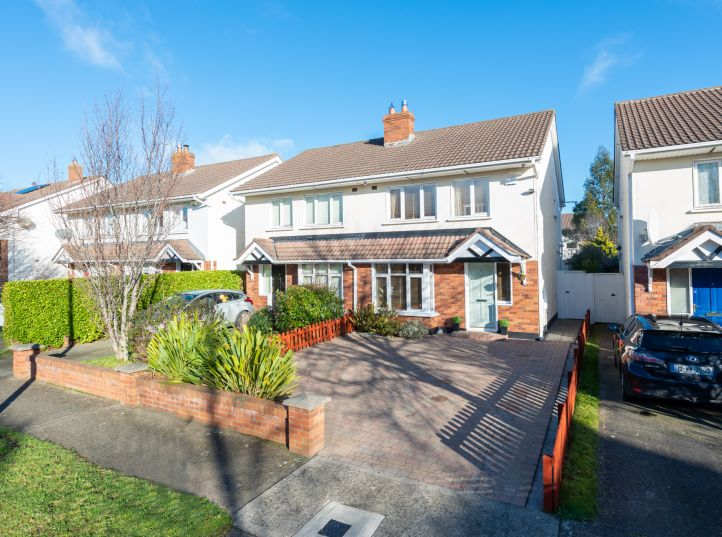 10 Glencairn Rise, The Gallops, Leopardstown, Dublin 18