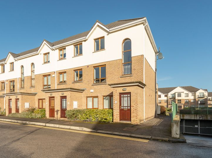 16 The Court, Larch Hill, Santry, Dublin 9