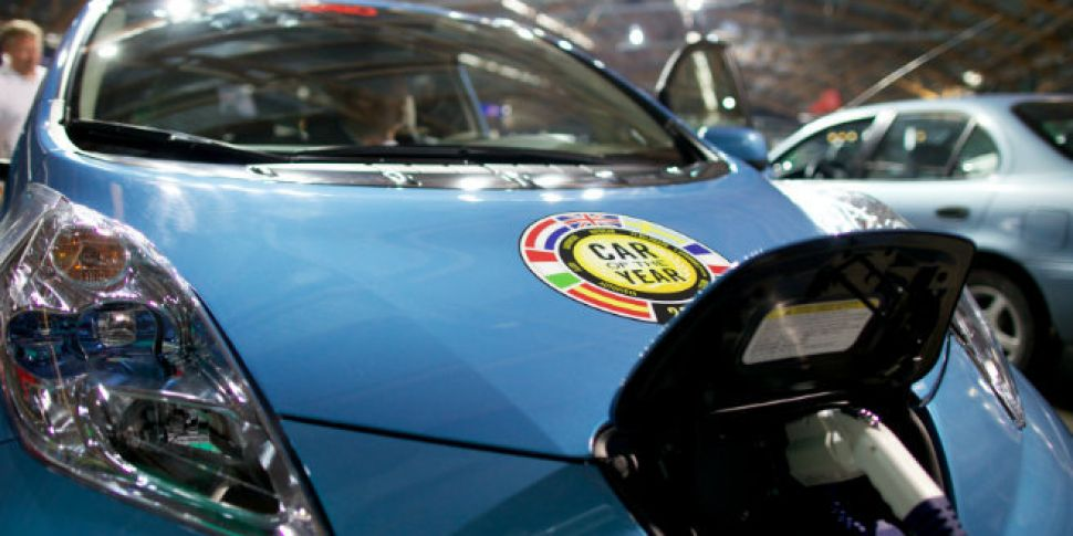 Electric cars could cut oil im...