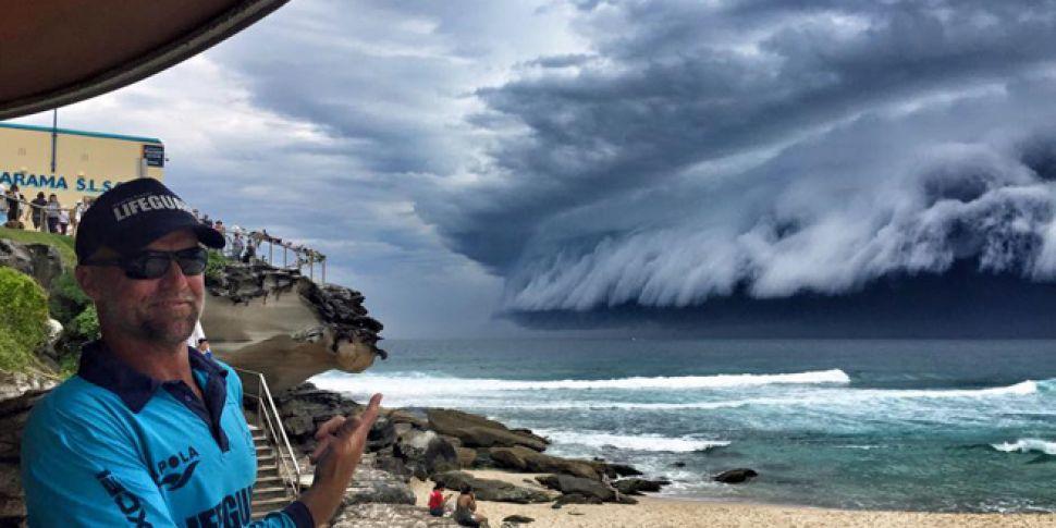 Watch 39 Cloud Tsunami 39 Forms Off Bondi Beach In Sydney Newstalk
