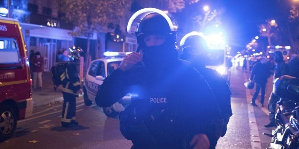 People of Paris begin #porteou...